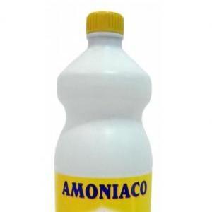 Solución de amoníaco y agua para eliminar cucarachas